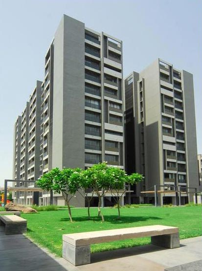 3 BHK Flats & Apartments for Sale in S G Highway, Ahmedabad - 1800 Sq.ft.