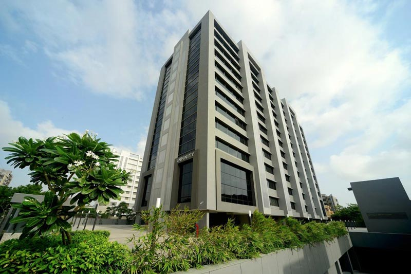 3 BHK Flats & Apartments for Sale in S G Highway, Ahmedabad - 1107 Sq.ft.