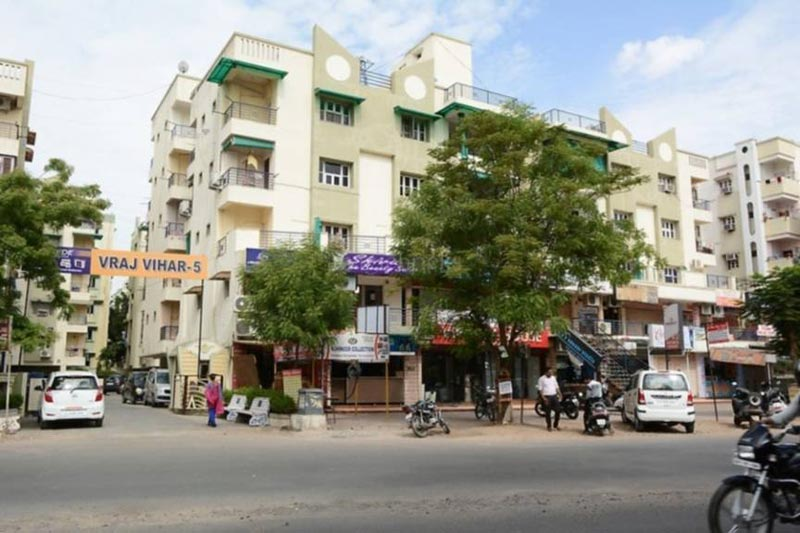 3 BHK Flats & Apartments for Sale in Satellite, Ahmedabad - 2200 Sq.ft.