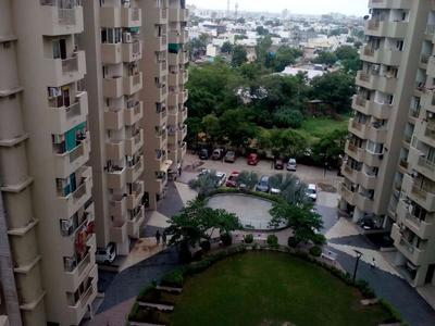 2 BHK Flats & Apartments for Sale in S G Highway, Ahmedabad - 1064 Sq. Feet