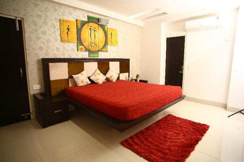 4 BHK Flats & Apartments for Sale in Ambala Road, Zirakpur - 2555 Sq. Feet